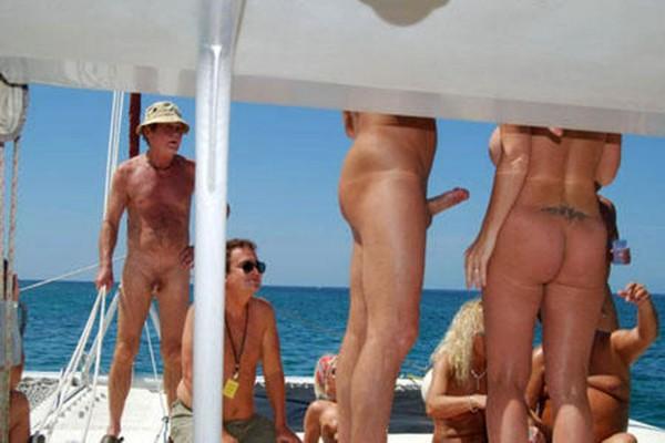 Фото парни с эрекцией на пляже