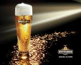 Svyturys_beer_glass_in_the_dark.jpg