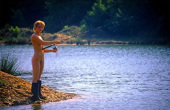 голая жена на рыбалке фото